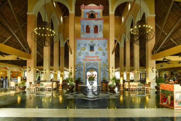 lobby-riviera3FE098BB-67A4-876B-6941-4770B45A2ECB.jpg