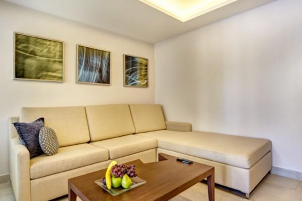 luxury-accommodations-10A5B74635-53FB-D1A7-B6B5-BB3A8351B088.jpg