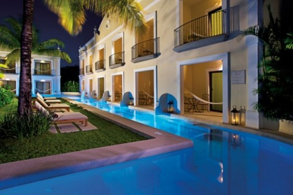 dretu-ext-swimout-suites-night-2-458x305FB4FEF39-8A43-C775-A541-388F49319695.jpg