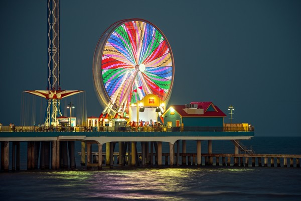 galveston-pleasure-pier-at-night-sj7f-sqsjbcji0vvz0et36u18q0ablzbh-rgb-724C5BB97A-3BF4-DE98-0242-876549430941.jpg