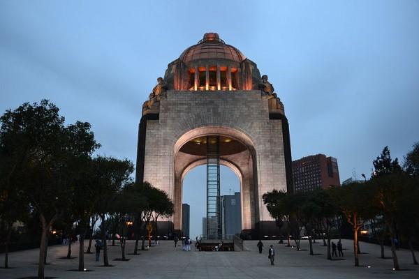 monumento-a-la-ravolucionB2BB9866-5ABC-E943-79BB-A32F13332FB5.jpg